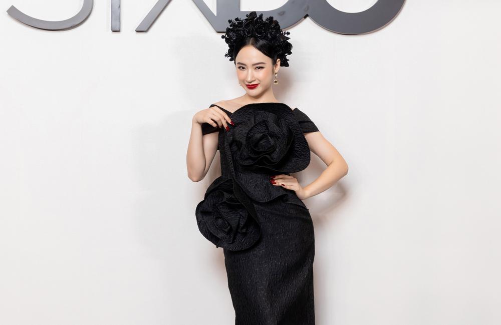 Angela Phương Trinh hoá đoá hồng đen ma mị, tái xuất thảm đỏ khiến fan say đắm Ảnh 1