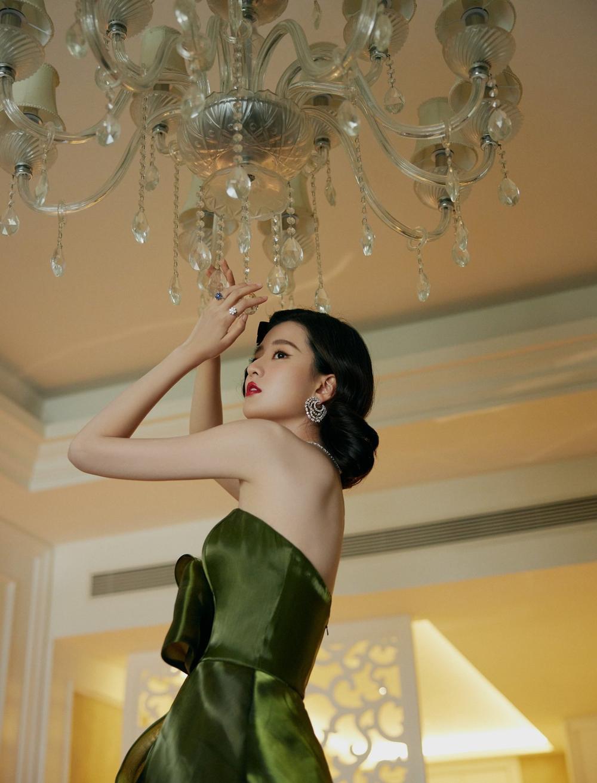 'Đêm hội ELLE 2020': Cận cảnh nhan sắc đẹp nao lòng của Dương Mịch, Cổ Lực Na Trát, Đường Yên và loạt sao Cbiz Ảnh 62