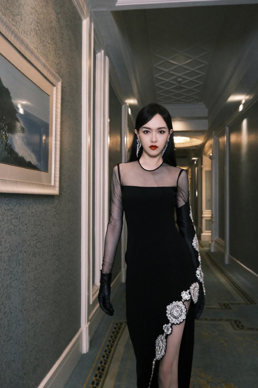 'Đêm hội ELLE 2020': Cận cảnh nhan sắc đẹp nao lòng của Dương Mịch, Cổ Lực Na Trát, Đường Yên và loạt sao Cbiz Ảnh 7