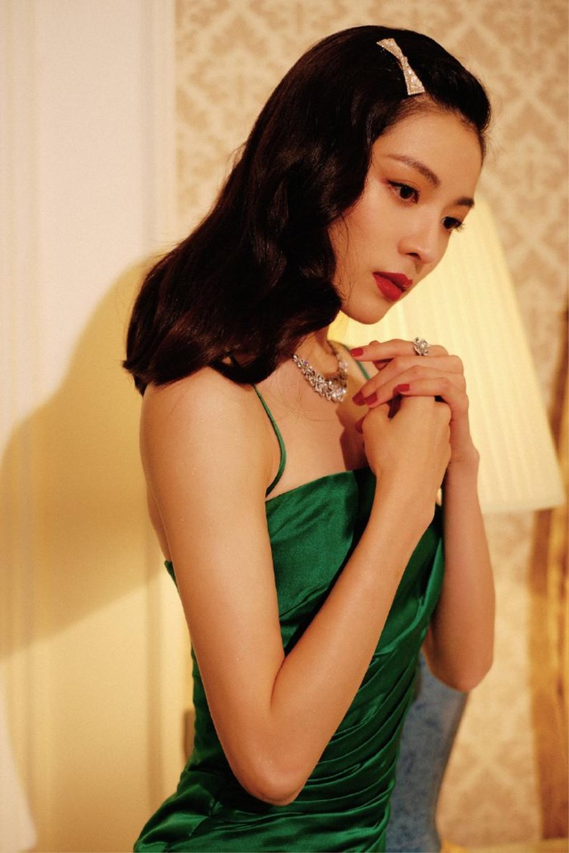 'Đêm hội ELLE 2020': Cận cảnh nhan sắc đẹp nao lòng của Dương Mịch, Cổ Lực Na Trát, Đường Yên và loạt sao Cbiz Ảnh 32
