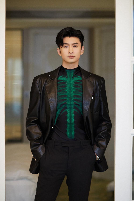 'Đêm hội ELLE 2020': Cận cảnh nhan sắc đẹp nao lòng của Dương Mịch, Cổ Lực Na Trát, Đường Yên và loạt sao Cbiz Ảnh 52