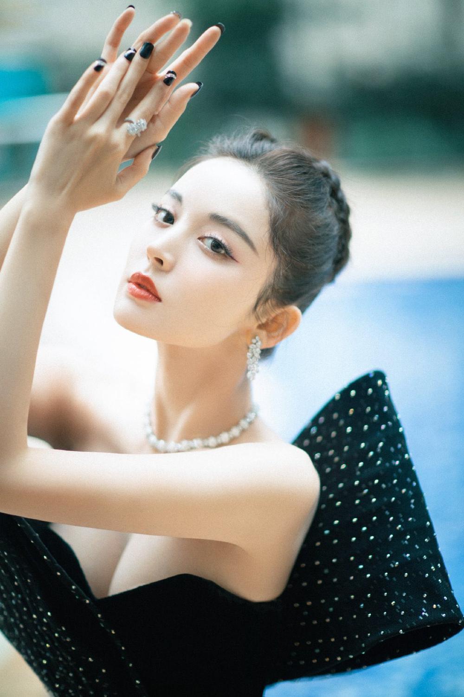 'Đêm hội ELLE 2020': Cận cảnh nhan sắc đẹp nao lòng của Dương Mịch, Cổ Lực Na Trát, Đường Yên và loạt sao Cbiz Ảnh 13