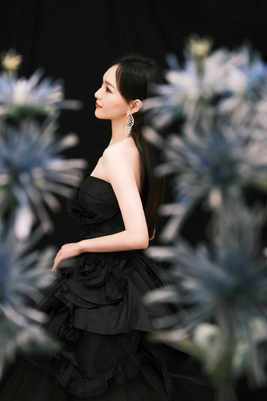 'Đêm hội ELLE 2020': Cận cảnh nhan sắc đẹp nao lòng của Dương Mịch, Cổ Lực Na Trát, Đường Yên và loạt sao Cbiz Ảnh 10