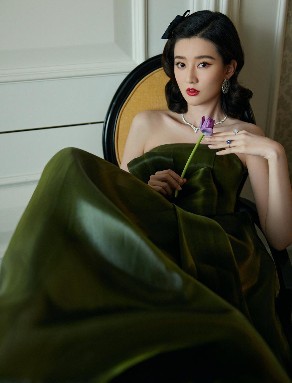 'Đêm hội ELLE 2020': Cận cảnh nhan sắc đẹp nao lòng của Dương Mịch, Cổ Lực Na Trát, Đường Yên và loạt sao Cbiz Ảnh 63