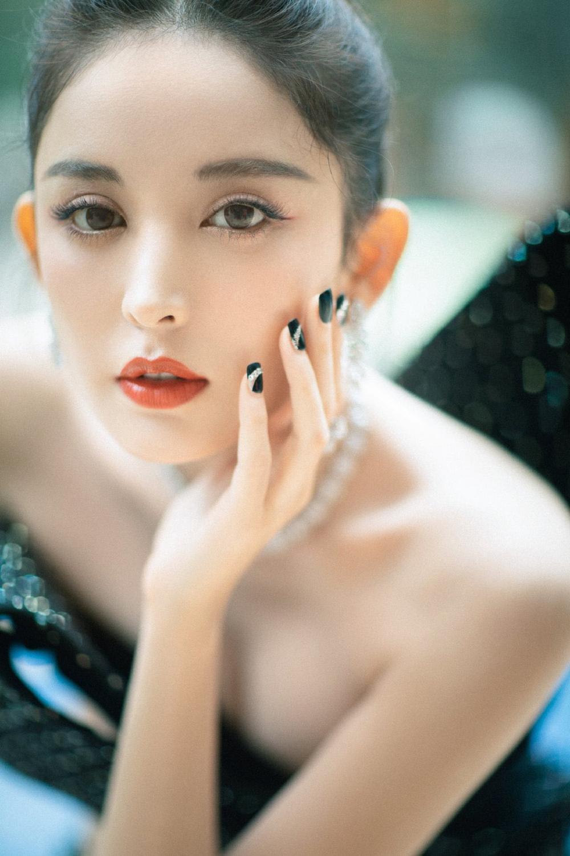 'Đêm hội ELLE 2020': Cận cảnh nhan sắc đẹp nao lòng của Dương Mịch, Cổ Lực Na Trát, Đường Yên và loạt sao Cbiz Ảnh 14
