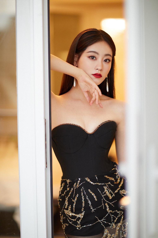'Đêm hội ELLE 2020': Cận cảnh nhan sắc đẹp nao lòng của Dương Mịch, Cổ Lực Na Trát, Đường Yên và loạt sao Cbiz Ảnh 16