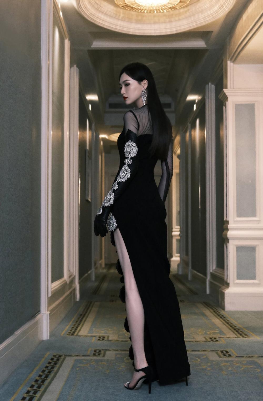 'Đêm hội ELLE 2020': Cận cảnh nhan sắc đẹp nao lòng của Dương Mịch, Cổ Lực Na Trát, Đường Yên và loạt sao Cbiz Ảnh 6