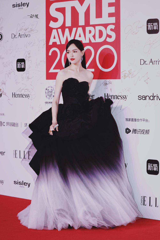 Thảm đỏ 'Đêm hội ELLE 2020': Dương Mịch đọ sắc Đường Yên - Cổ Lực Na Trát, Giang Sở Ảnh diện váy xuyên thấu Ảnh 16