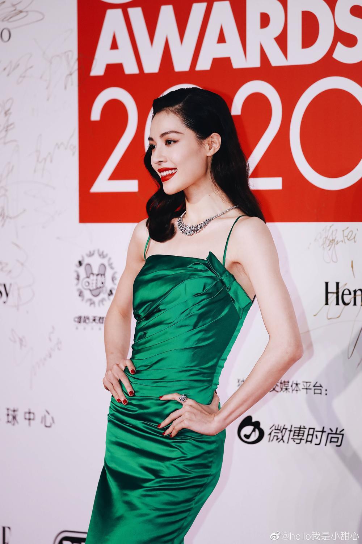 Thảm đỏ 'Đêm hội ELLE 2020': Dương Mịch đọ sắc Đường Yên - Cổ Lực Na Trát, Giang Sở Ảnh diện váy xuyên thấu Ảnh 29