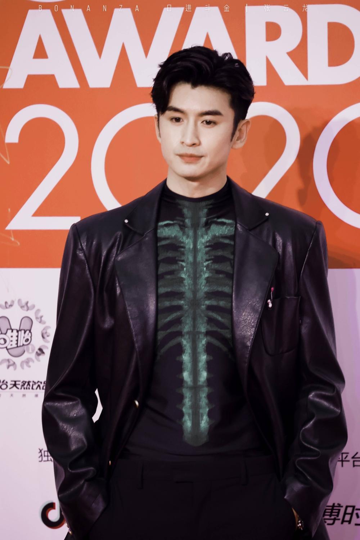 Thảm đỏ 'Đêm hội ELLE 2020': Dương Mịch đọ sắc Đường Yên - Cổ Lực Na Trát, Giang Sở Ảnh diện váy xuyên thấu Ảnh 46