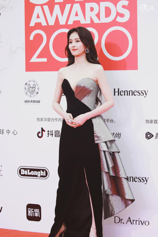 Thảm đỏ 'Đêm hội ELLE 2020': Dương Mịch đọ sắc Đường Yên - Cổ Lực Na Trát, Giang Sở Ảnh diện váy xuyên thấu Ảnh 72