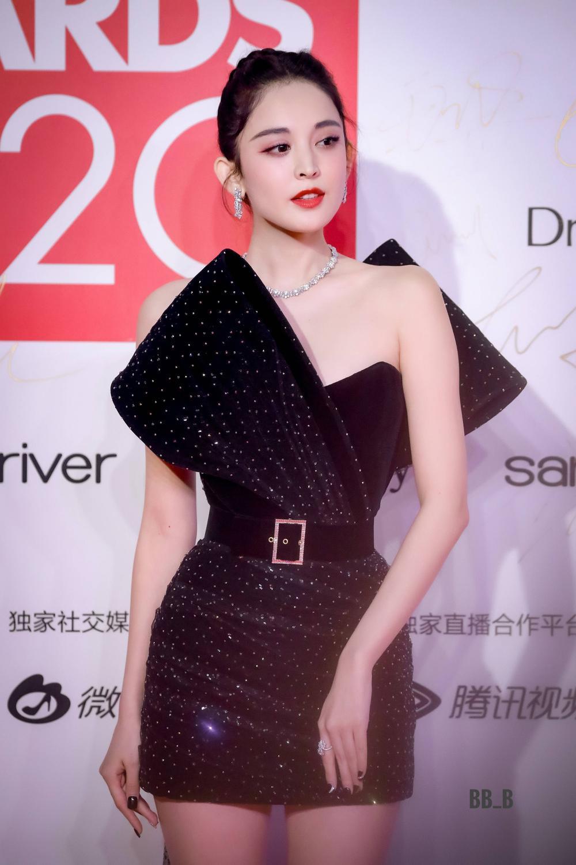 Thảm đỏ 'Đêm hội ELLE 2020': Dương Mịch đọ sắc Đường Yên - Cổ Lực Na Trát, Giang Sở Ảnh diện váy xuyên thấu Ảnh 37