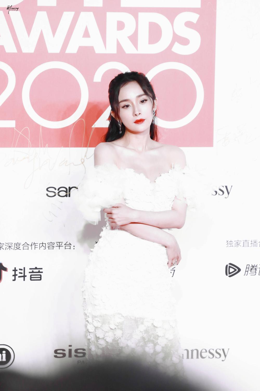 Thảm đỏ 'Đêm hội ELLE 2020': Dương Mịch đọ sắc Đường Yên - Cổ Lực Na Trát, Giang Sở Ảnh diện váy xuyên thấu Ảnh 9