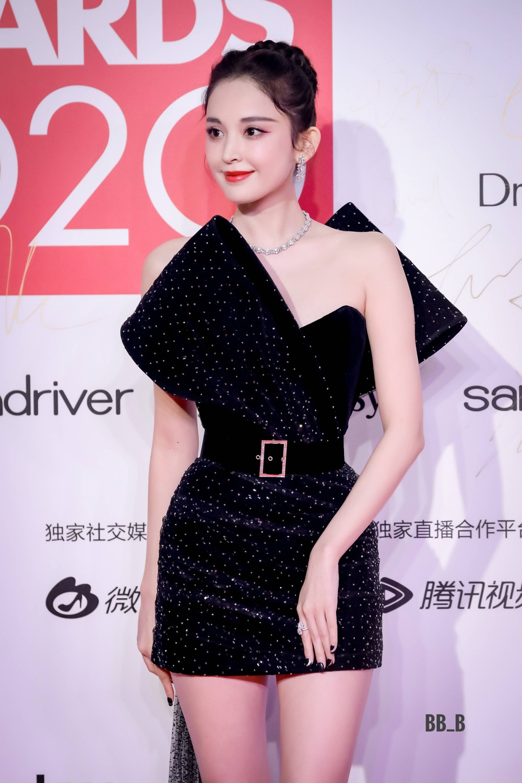 Thảm đỏ 'Đêm hội ELLE 2020': Dương Mịch đọ sắc Đường Yên - Cổ Lực Na Trát, Giang Sở Ảnh diện váy xuyên thấu Ảnh 39