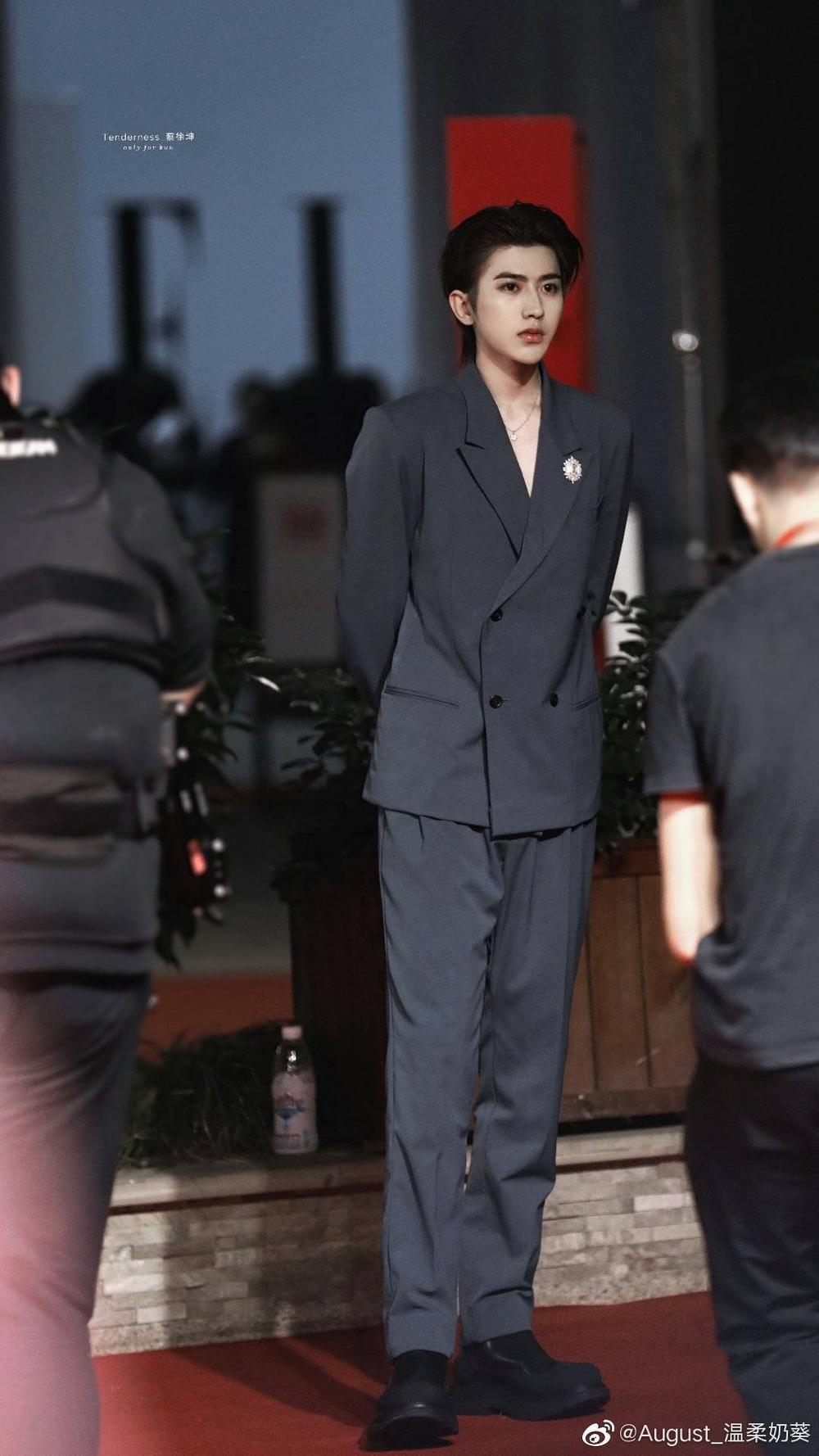 Thảm đỏ 'Đêm hội ELLE 2020': Dương Mịch đọ sắc Đường Yên - Cổ Lực Na Trát, Giang Sở Ảnh diện váy xuyên thấu Ảnh 2