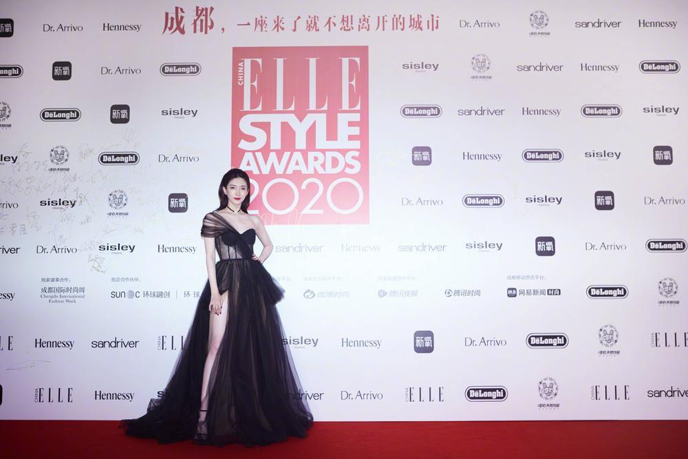 Thảm đỏ 'Đêm hội ELLE 2020': Dương Mịch đọ sắc Đường Yên - Cổ Lực Na Trát, Giang Sở Ảnh diện váy xuyên thấu Ảnh 57