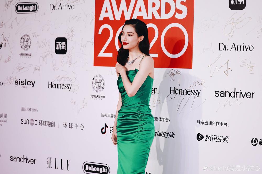 Thảm đỏ 'Đêm hội ELLE 2020': Dương Mịch đọ sắc Đường Yên - Cổ Lực Na Trát, Giang Sở Ảnh diện váy xuyên thấu Ảnh 28