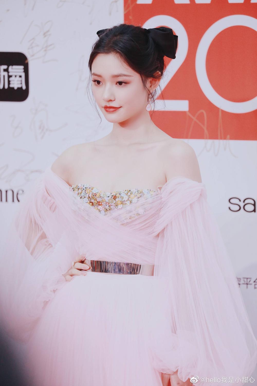 Thảm đỏ 'Đêm hội ELLE 2020': Dương Mịch đọ sắc Đường Yên - Cổ Lực Na Trát, Giang Sở Ảnh diện váy xuyên thấu Ảnh 83