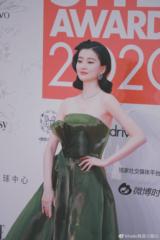 Thảm đỏ 'Đêm hội ELLE 2020': Dương Mịch đọ sắc Đường Yên - Cổ Lực Na Trát, Giang Sở Ảnh diện váy xuyên thấu Ảnh 85