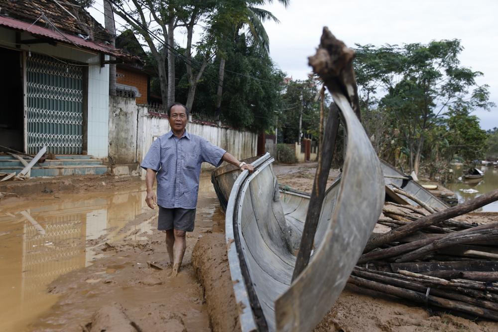 Chuyện về hai ông cháu dũng cảm cứu gần 100 người qua cơn lũ dữ Quảng Bình Ảnh 1