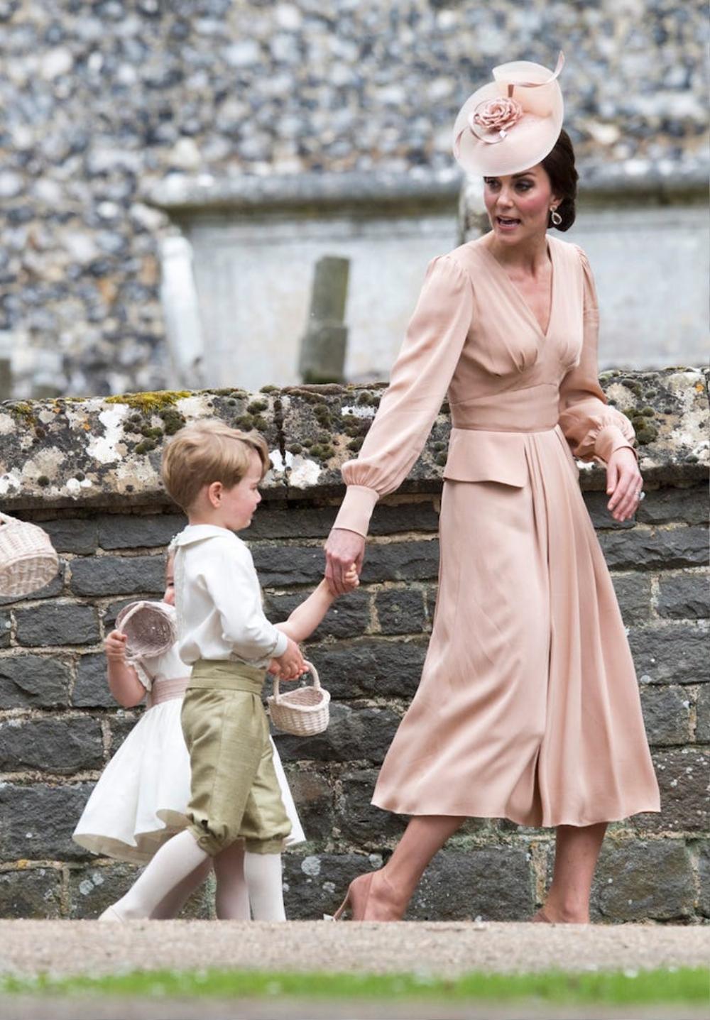 16 trang phục đắt tiền nhất mà thành viên hoàng gia Anh từng mặc Ảnh 7