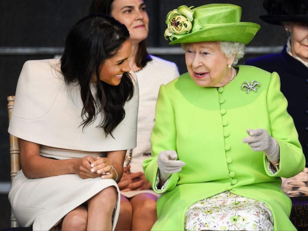 16 trang phục đắt tiền nhất mà thành viên hoàng gia Anh từng mặc Ảnh 6