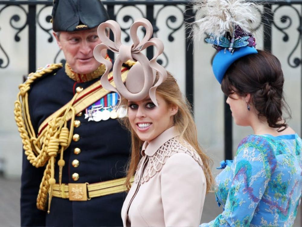 16 trang phục đắt tiền nhất mà thành viên hoàng gia Anh từng mặc Ảnh 15