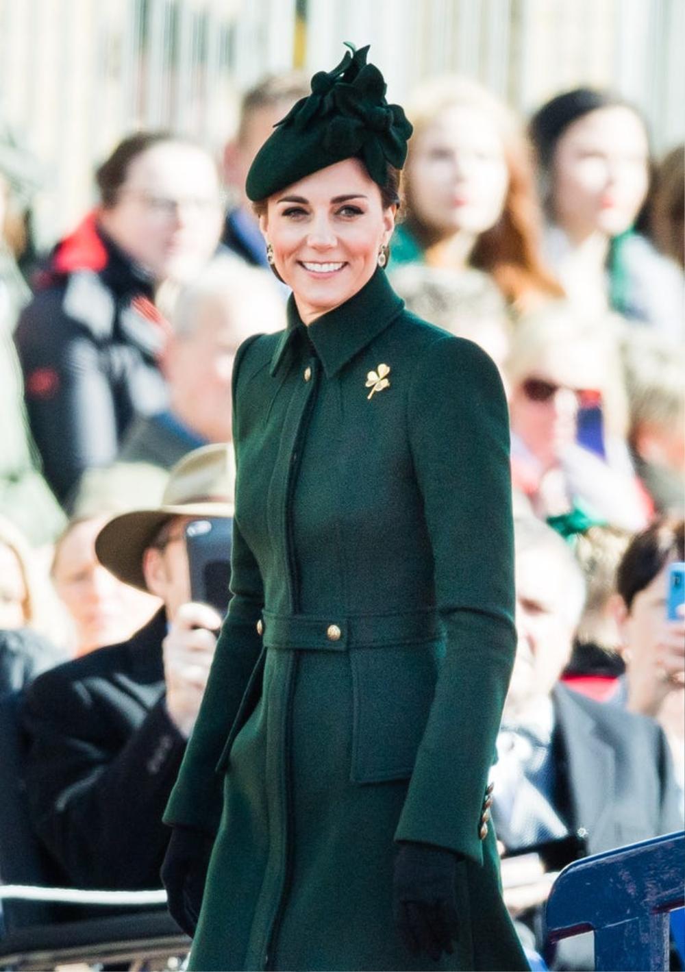 16 trang phục đắt tiền nhất mà thành viên hoàng gia Anh từng mặc Ảnh 14