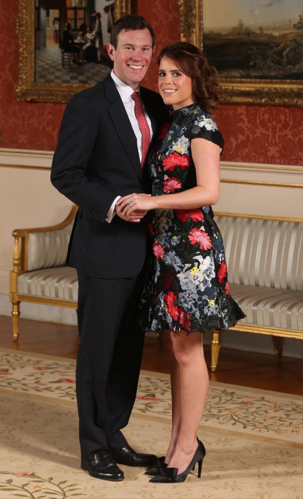 16 trang phục đắt tiền nhất mà thành viên hoàng gia Anh từng mặc Ảnh 13