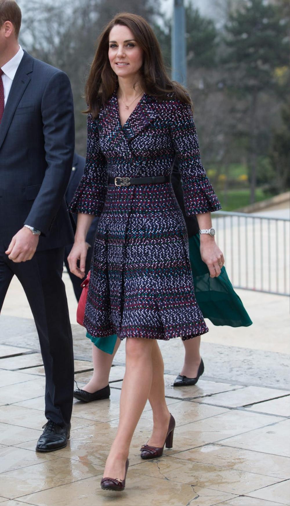 16 trang phục đắt tiền nhất mà thành viên hoàng gia Anh từng mặc Ảnh 11