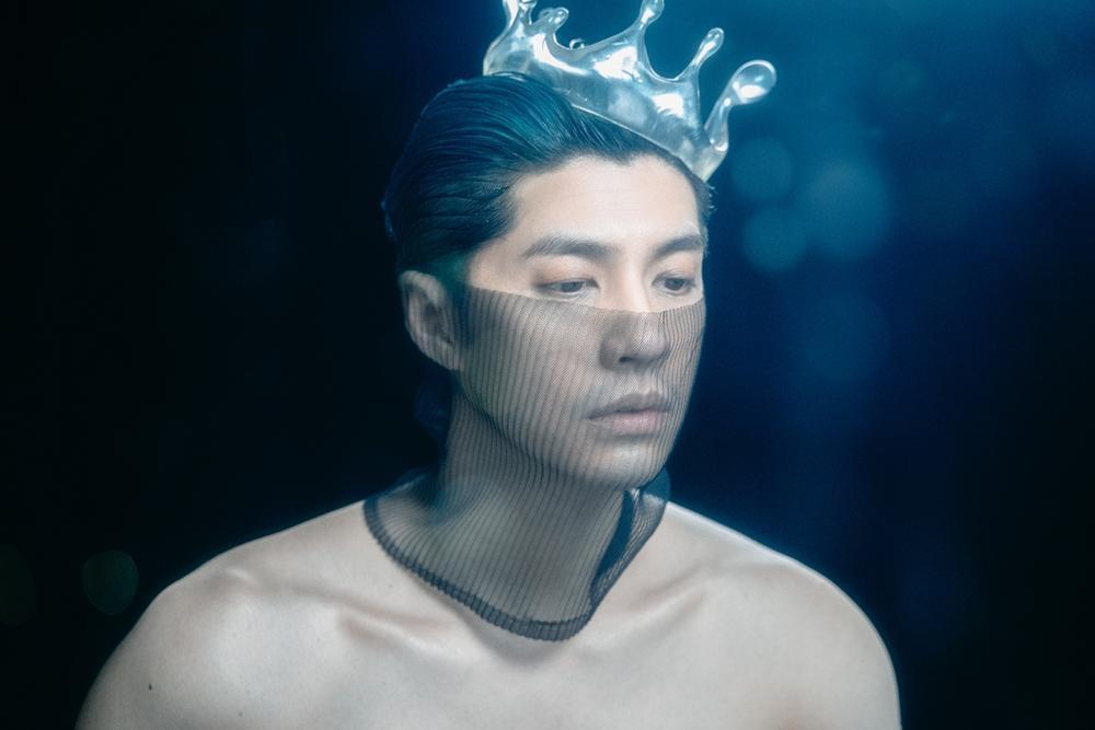 Noo Phước Thịnh khoe body rắn chắc trong MV 'Yêu một người sao buồn đến thế' Ảnh 6