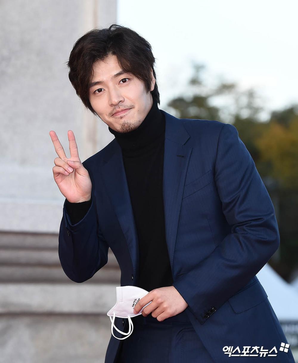 Thảm đỏ hot nhất Hàn Quốc: SEVENTEEN cùng Hyun Bin, Gong Hyo Jin, Kim Hee Ae và Kang Ha Neul gây sốt Ảnh 18