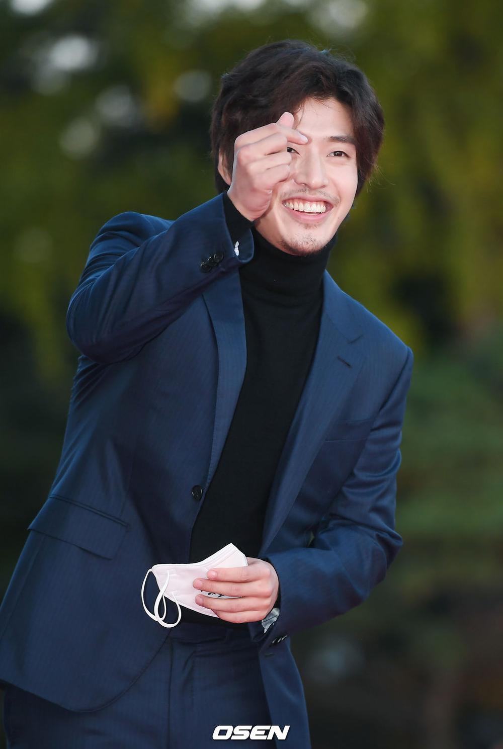Thảm đỏ hot nhất Hàn Quốc: SEVENTEEN cùng Hyun Bin, Gong Hyo Jin, Kim Hee Ae và Kang Ha Neul gây sốt Ảnh 19