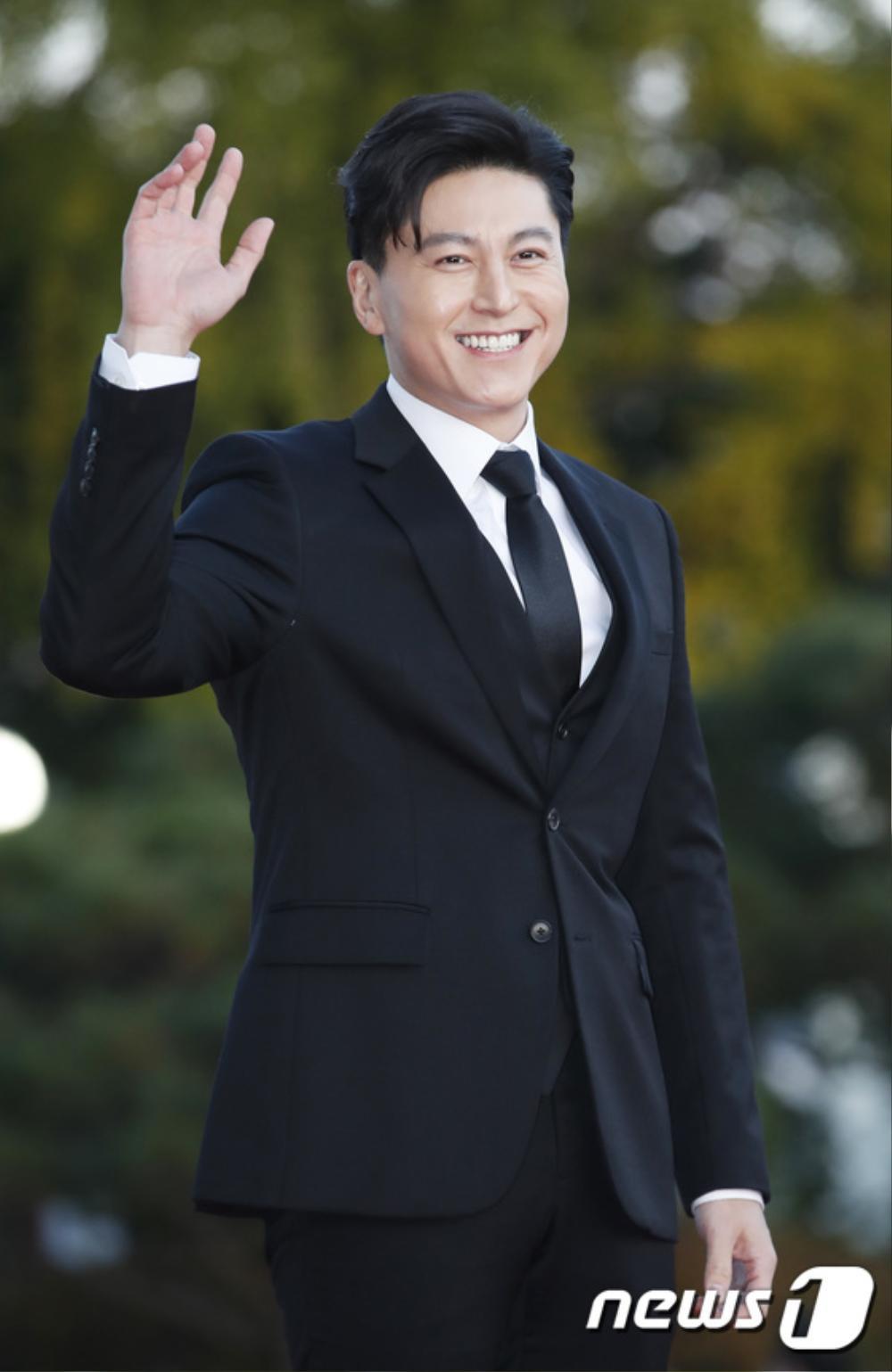 Thảm đỏ hot nhất Hàn Quốc: SEVENTEEN cùng Hyun Bin, Gong Hyo Jin, Kim Hee Ae và Kang Ha Neul gây sốt Ảnh 30