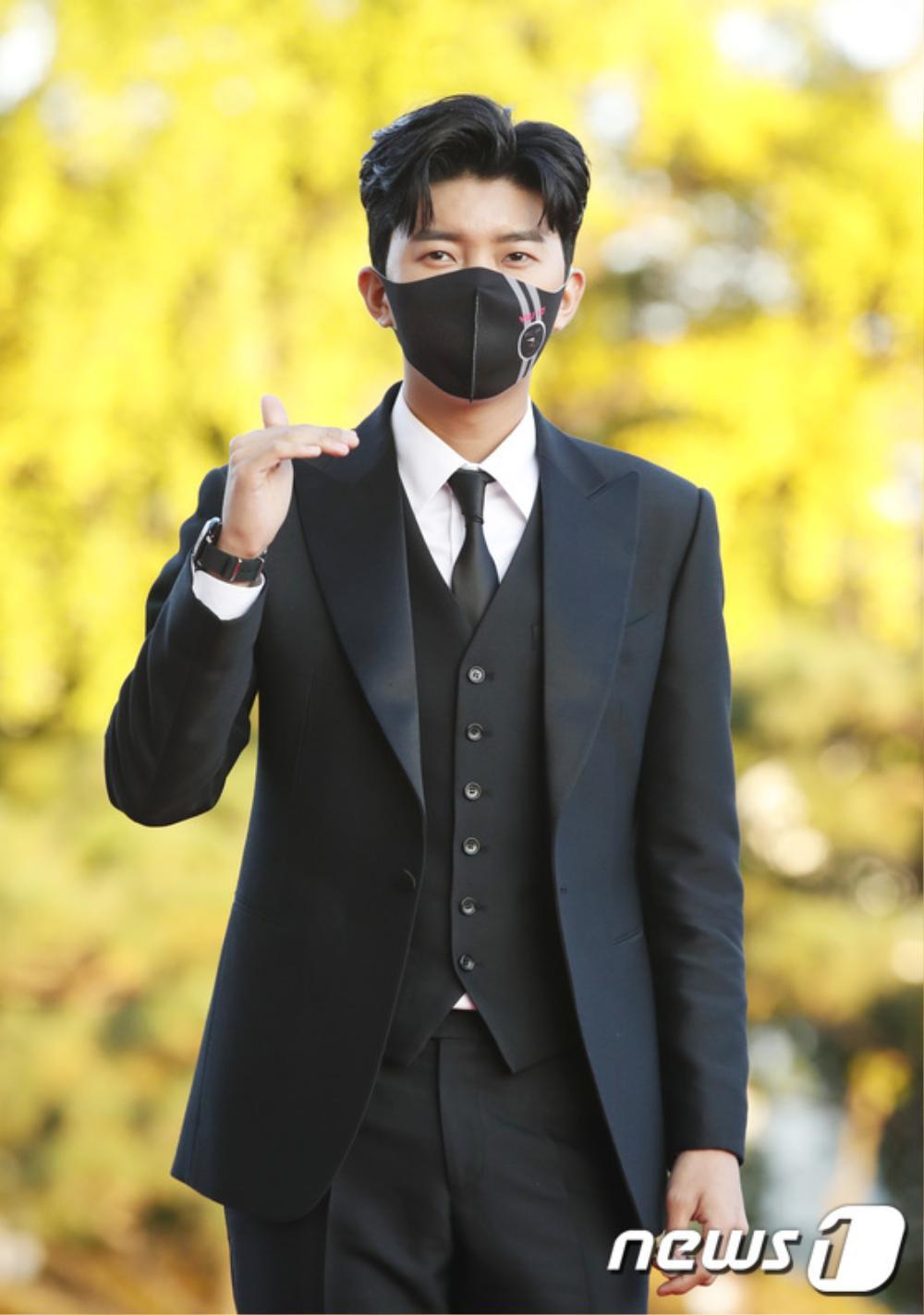 Thảm đỏ hot nhất Hàn Quốc: SEVENTEEN cùng Hyun Bin, Gong Hyo Jin, Kim Hee Ae và Kang Ha Neul gây sốt Ảnh 37