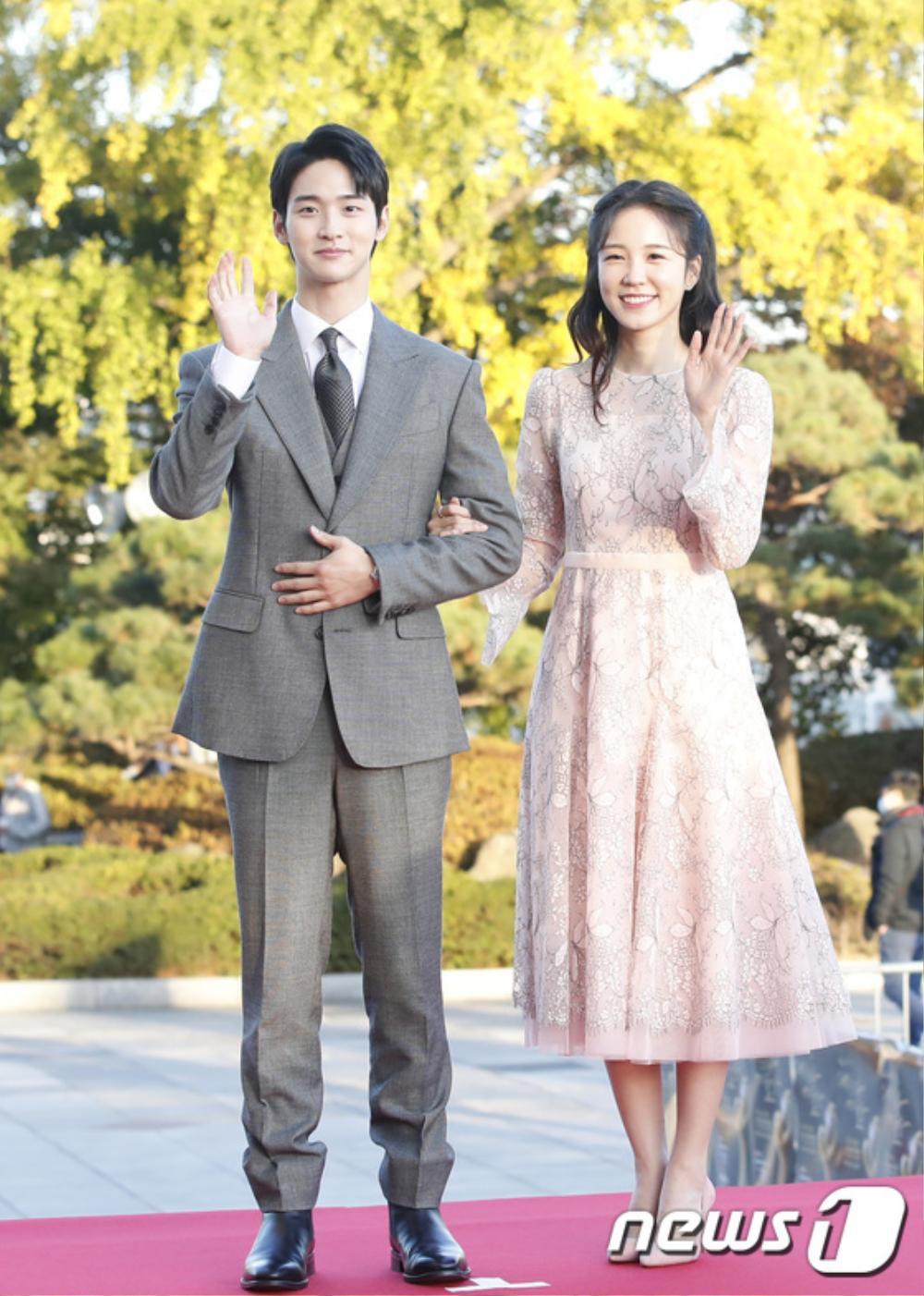 Thảm đỏ hot nhất Hàn Quốc: SEVENTEEN cùng Hyun Bin, Gong Hyo Jin, Kim Hee Ae và Kang Ha Neul gây sốt Ảnh 32
