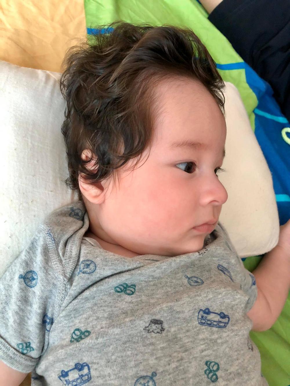 Con trai Hoàng Oanh tiếp tục gây sốt với sống mũi và góc nghiêng cực phẩm Ảnh 3