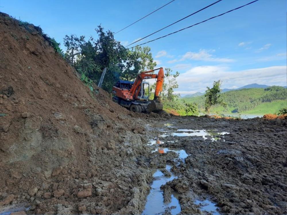 Vụ sạt lở đất ở Quảng Nam: Mất liên lạc với cả gia đình Bí thư xã Trà Leng Ảnh 3