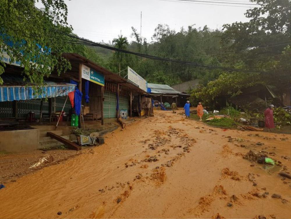 Vụ sạt lở đất ở Quảng Nam: Mất liên lạc với cả gia đình Bí thư xã Trà Leng Ảnh 4