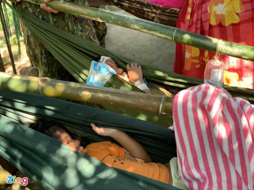 Vụ sạt lở kinh hoàng ở Quảng Nam: Cứu sống 33 người Ảnh 2