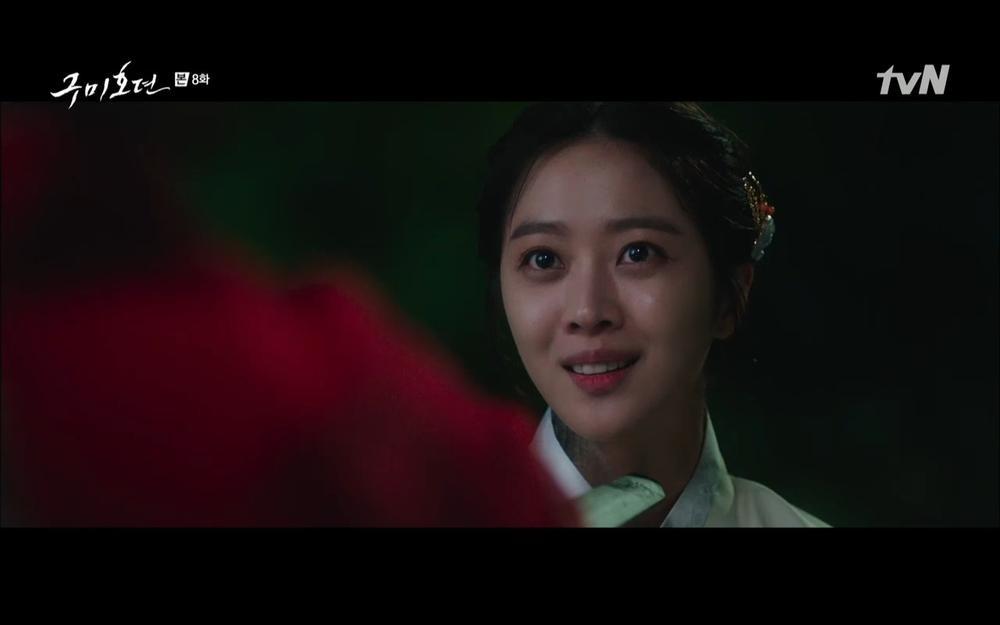 'Bạn trai tôi là hồ ly' tập 8: Bỏ mặc người tình, Lee Dong Wook xả thân cứu em trai Kim Bum trước? Ảnh 9