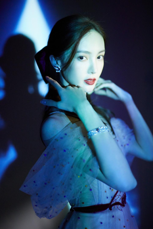 Đêm hội '1001 Night': Mặt Trịnh Sảng - Địch Lệ Nhiệt Ba cứng đơ, Dương Mịch khoe vai gợi cảm Ảnh 47