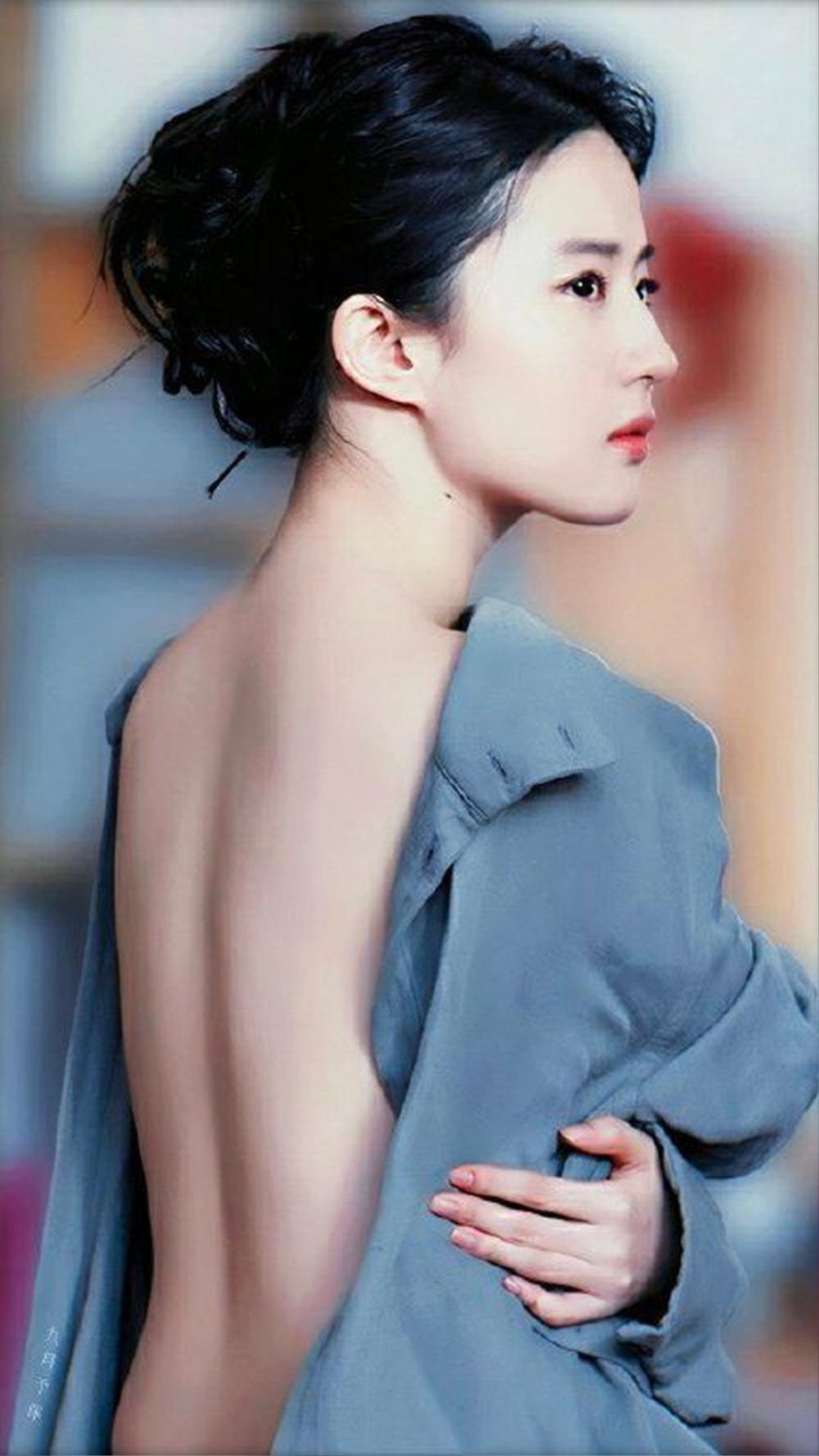 Fan 'hốt hoảng' vì tấm lưng ngấn mỡ của Lưu Diệp Phi, ai cũng tiếc nuối vóc dáng một thời Ảnh 6