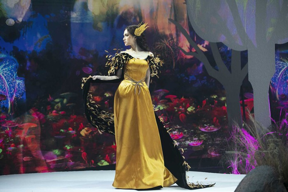 Hương Giang và Lynk Lee catwalk: người nhẹ tựa gió thoảng, người thần thái như nữ hoàng Ảnh 7