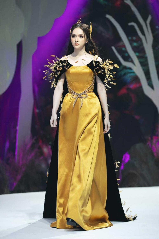 Hương Giang và Lynk Lee catwalk: người nhẹ tựa gió thoảng, người thần thái như nữ hoàng Ảnh 8
