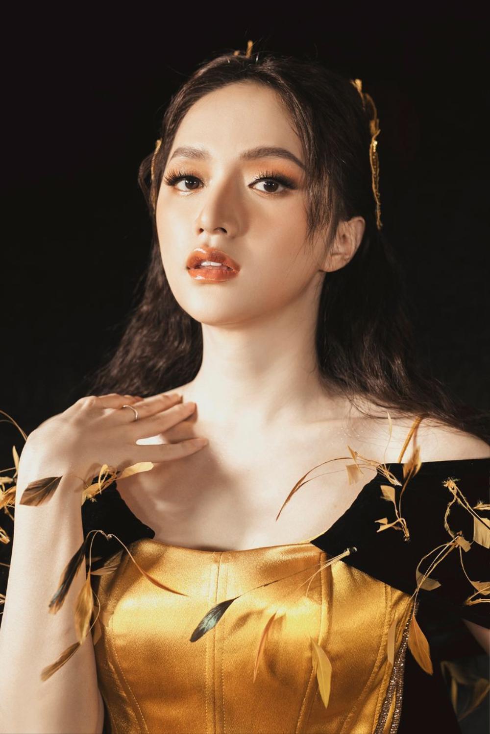 3 lần Hoa hậu Hương Giang gặp 'ngập chìm' trong scandal với 3 cá tính đáp trả dư luận khác nhau Ảnh 1
