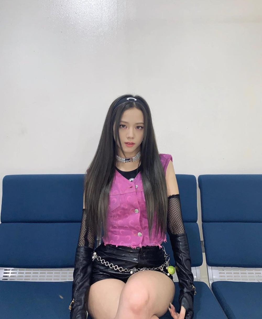 Ngọc Trinh 'cưa sừng làm nghé' với băng đô chất chơi, lấn át cả Jennie Black Pink Ảnh 8