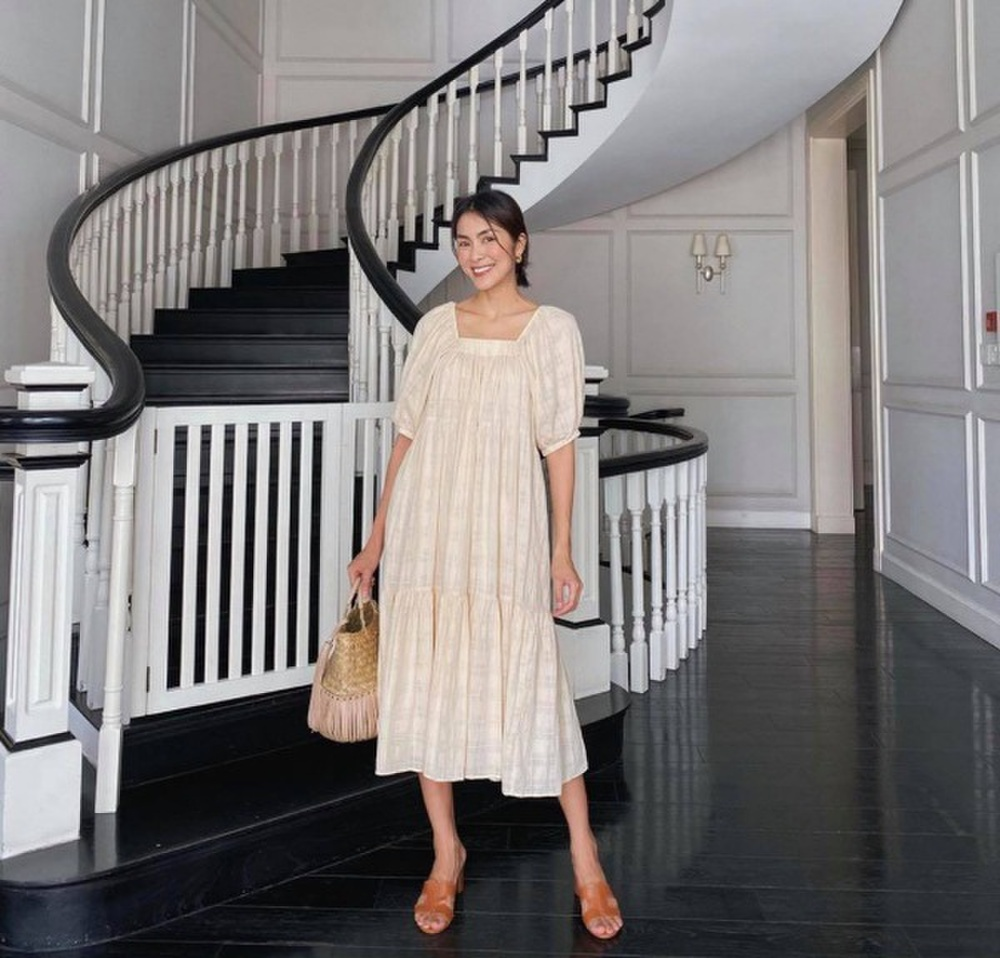Hà Tăng liên tục mặc đầm suông làm dấy lên tin đồn mang thai lần 3 Ảnh 4