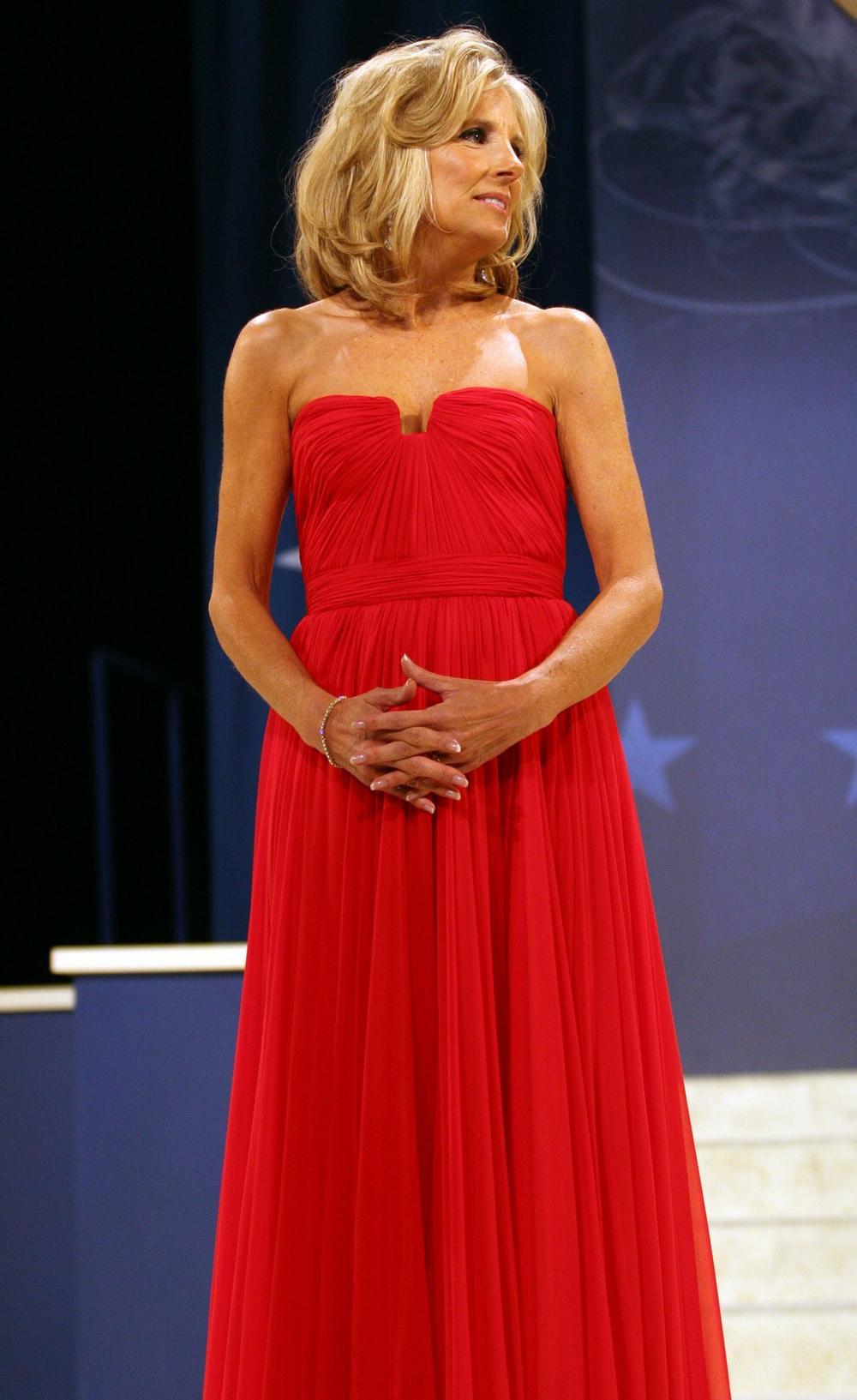 Phong cách thời trang thanh tao của vợ ứng viên Tổng thống Mỹ Joe Biden Ảnh 4
