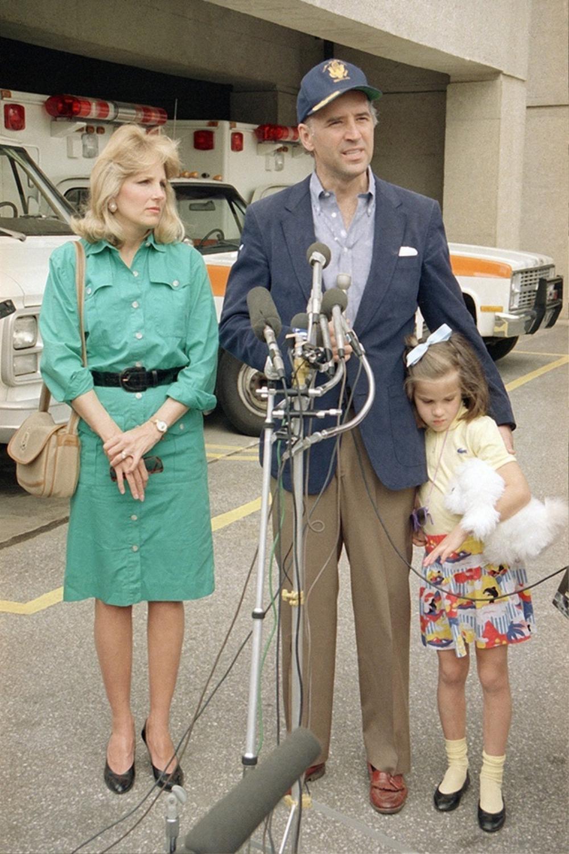 Phong cách thời trang thanh tao của vợ ứng viên Tổng thống Mỹ Joe Biden Ảnh 1